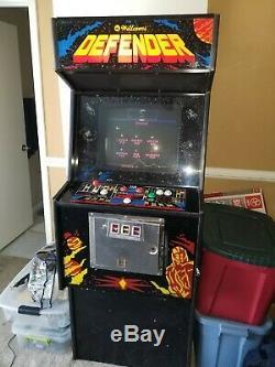 Arcade game machine Defender used original
