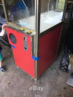 Claw machine crane game
