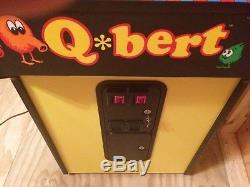 MINT Qbert Arcade Machine / Qbert & Qbert Cubes