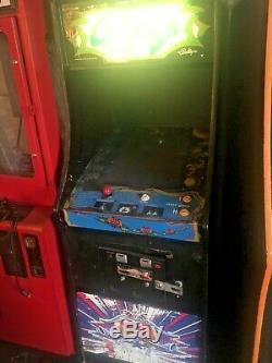 Galaga Classic 1981 Arcade Machine. Grande Forme Belle Armoire. Les Contrôles Sont Super