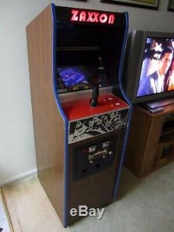 Machine D'arcade Vintage Zaxxon Dans Un Mini Cabinet D'arcade Original Midway Gorf