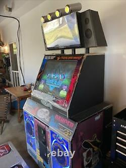 Pump It Up New Xenesis Arcade Dance Machine De Stockage Jamais Utilisé