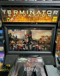 Terminator Salvation Deluxe 42 LCD Shooting Arcade Video Game Machine! Travail
