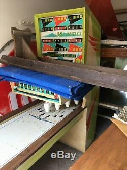 Vintage 1963 United Mambo Aléatoire Bowler Puck Coin Op. Bowling Machine & Clés